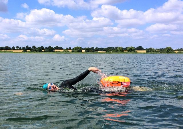 1人で泳ぐアスリート