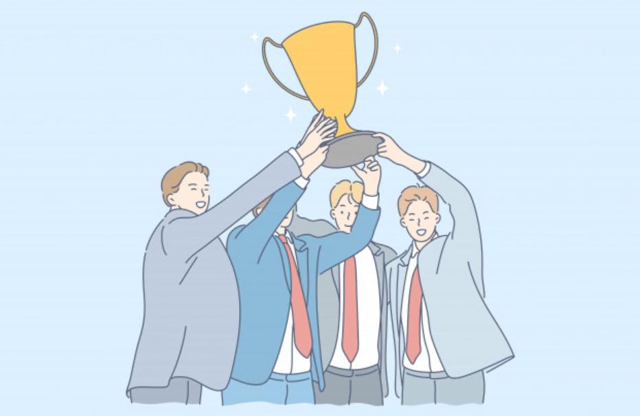 トロフィーを掲げる男性ビジネスマンのチーム