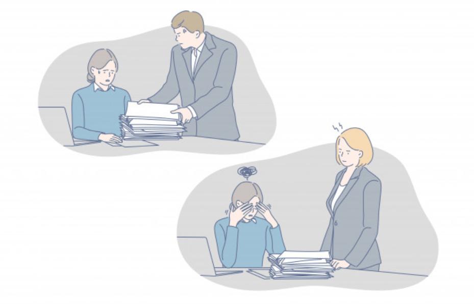 上司に怒られる女性ビジネスマン