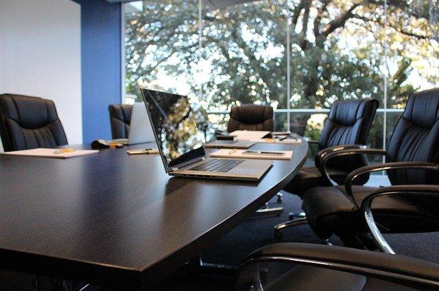 綺麗な会議室で打合せ