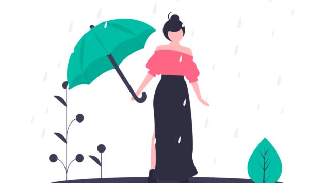傘を持っているが雨にうたれる女性