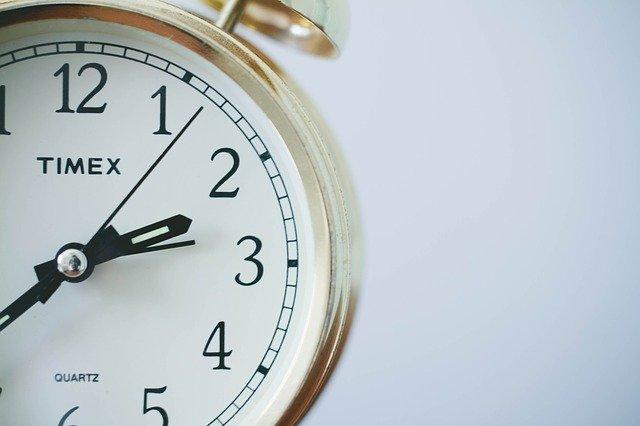 もうすぐ3時をさす時計